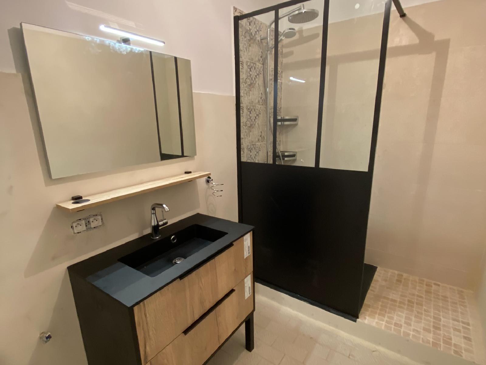 rénovation salle de bain réalisée par équipe cévenole alès